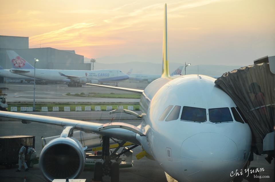 [日本。沖繩]伴著晨曦飛翔香草航空。早去班機玩滿第一天,那霸機場LCC航廈交通方式