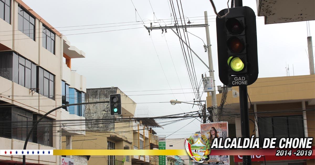 Se reemplazó semáforo en mal estado en el centro de la ciudad