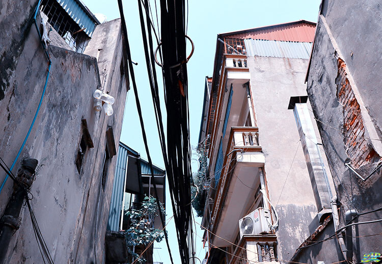 wires housing