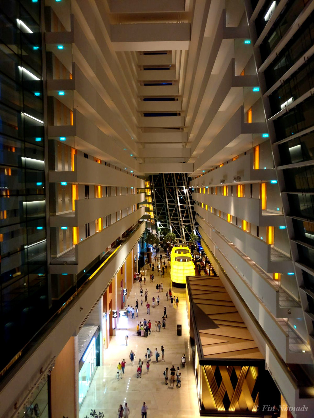 how to travel singapore cheaply
