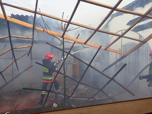 Неподалік Рівного горить будівля біля кафе