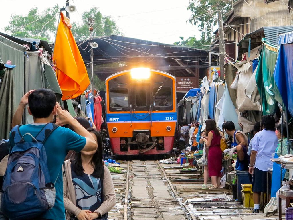 Mercado del tren en Tailandia