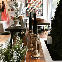 Great gift ideas in the window at Lemonceillo Home #ininglewood. Don't forget to stop in this Friday on your way to @inglewoodnightmarketyyc 🍋💛