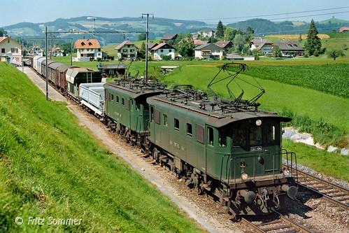 Be 4/4 103 & 104 mit Zug Nr. 980 in Schafhausen, P9146681-2
