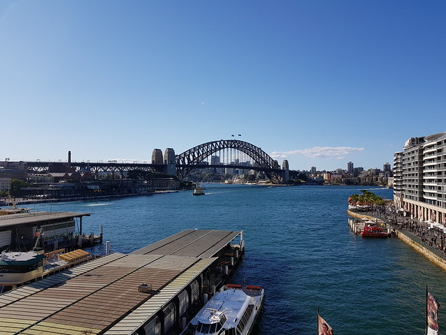 Sydney Harbour Bridge 1x zoom - Samsung Galaxy Note 8 photo example
