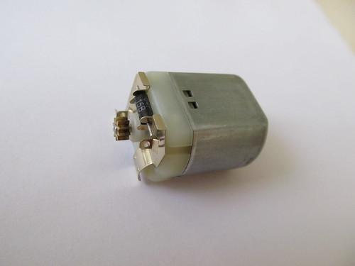 Dettaglio dei contatti elettrici