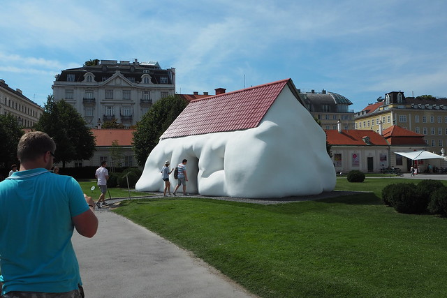 Erwin Wurm, Fat House, Vienna