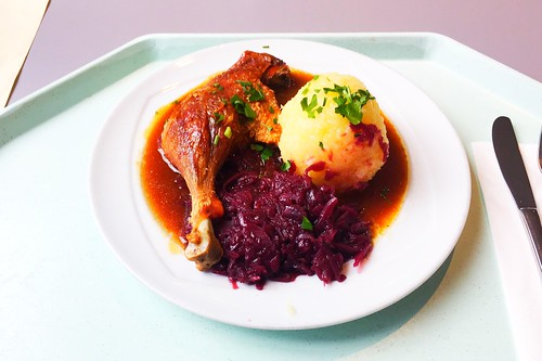 Duck leg with red cabbage, orange sauce & potato dumpling / Geschmorte Entenkeule mit Blaukraut, Orangensauce & Kartoffelknödel