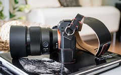 Great shot of this beautiful Sony A7Rii by leading U.K. photographer Lindsay Dobson. Attached to our Westminster camera strap.