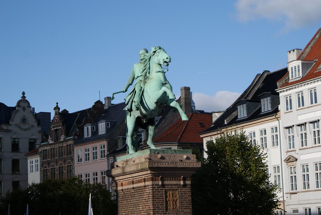 Statue d'Absalon, évèque guerrier, le véritable fondateur de Copenhague.