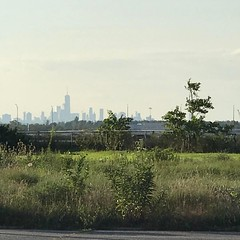 #NYCSkyline #ManhattanIsland as seen from #JacobRiisPark in #QueensNY #August 16th 2017 #NY #NYS #NYC #NYNY #NewYork #NewYorkState #NewYorkCity #NewYorkNewYork #beach #park #summer #summertime #I❤️NY