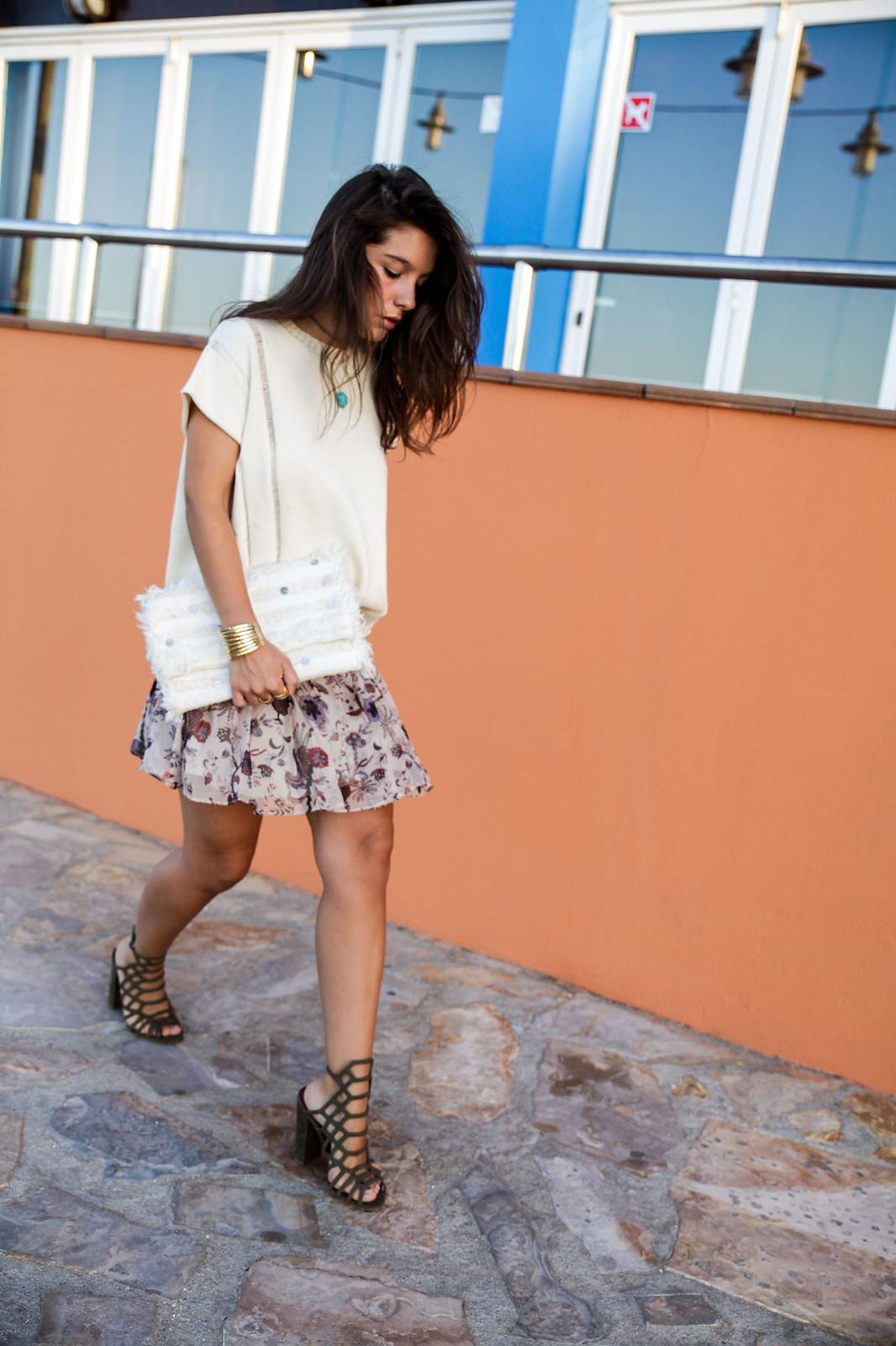 07_blusa_punto_falda_flores_summer_outfit_theguestgirl_rüga_schade_jewels_steve_madden_.magali_pasacal_influencer_barcelona_blogger