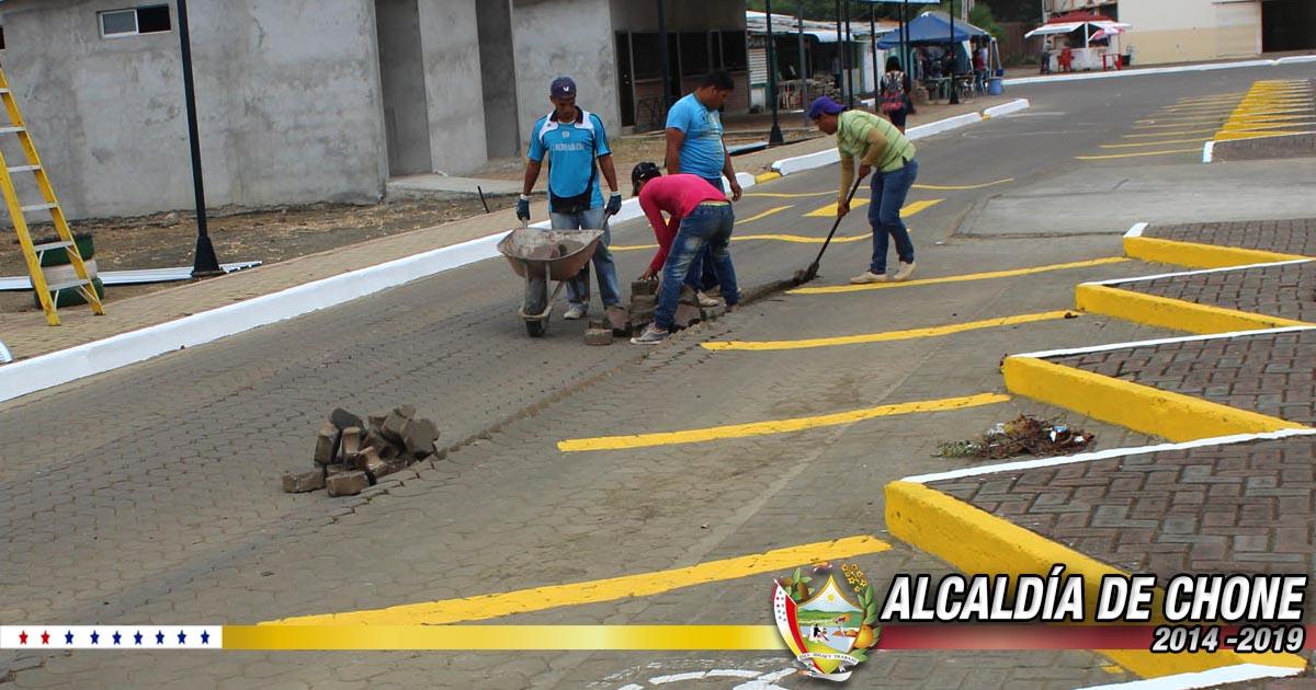 Alcaldía de Chone mejora calle en la ULEAM