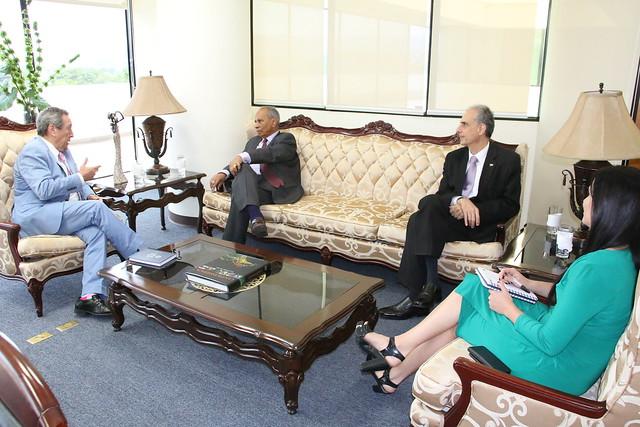 Reunión de acercamiento entre Secretario General del SICA y Embajador de República Dominicana