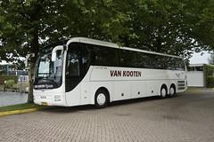 MAN Lion's Coach Euro 6 Van Kooten Reizen met kenteken 16-BFN-6 in Drimmelen 09--09-2017