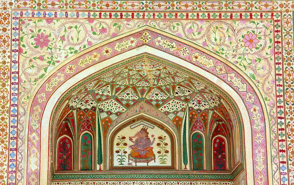 The beautiful artwork in Amer Fort in Jaipur