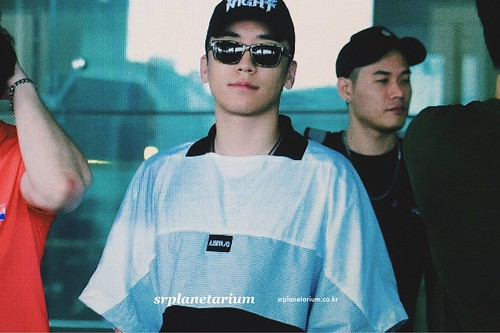Seungri Arrival from Bali 2017-08-14 (28)
