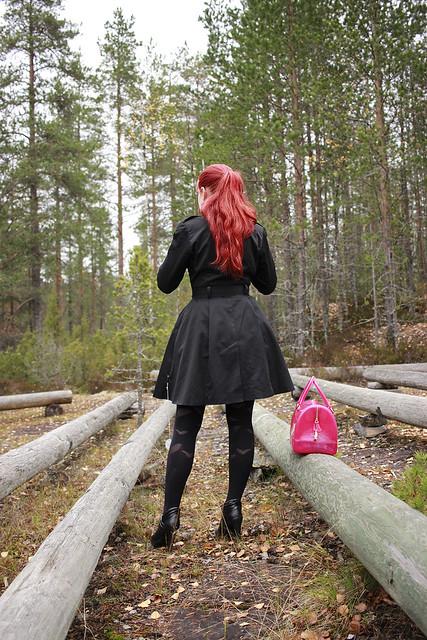 Musta Trenssitakki Syystyyli Blogi tyyli muoti blogi Suomi vinkit pukeutumiseen laadukkaat vaatteet miten tunnistaa laadukas takki villakangastakki vinkit fashion style