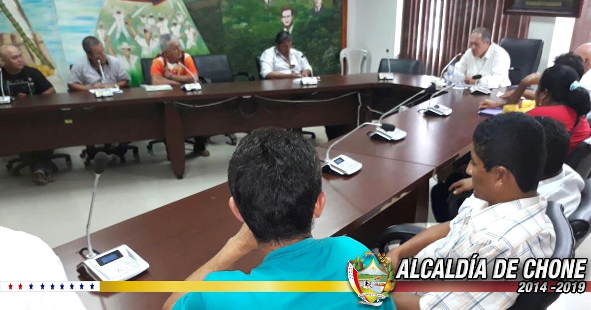 Comunidades de la zona urbana y rural son atendidas en audiencia por el alcalde de Chone