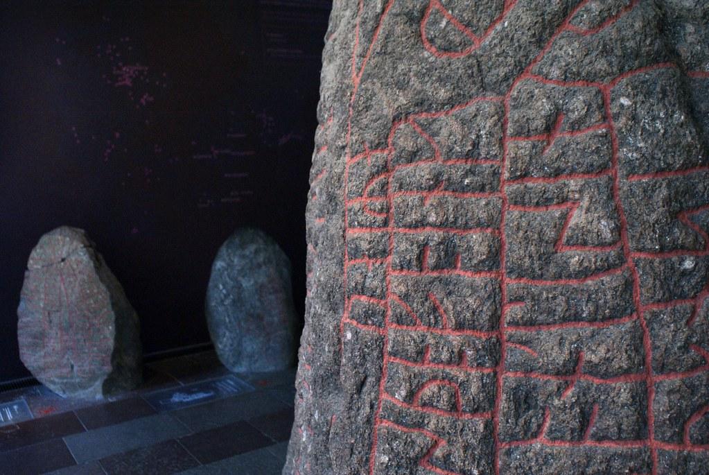 Runes gravées sur des pierres au Musée National à Copenhague.