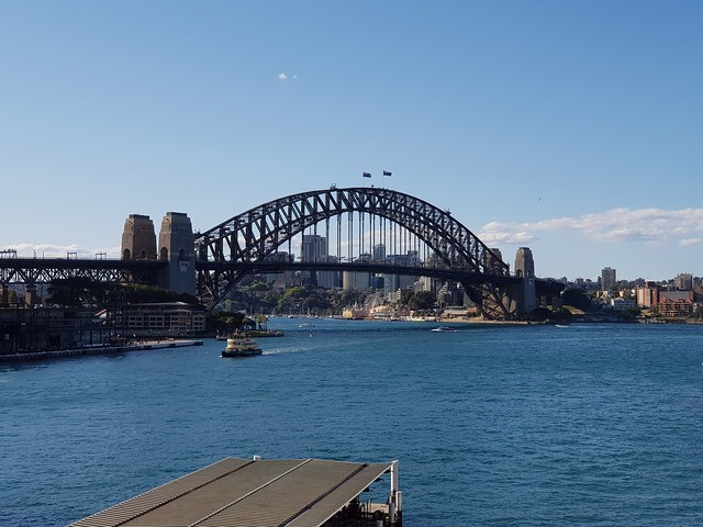 Sydney Harbour Bridge 2x zoom - Samsung Galaxy Note 8 photo example