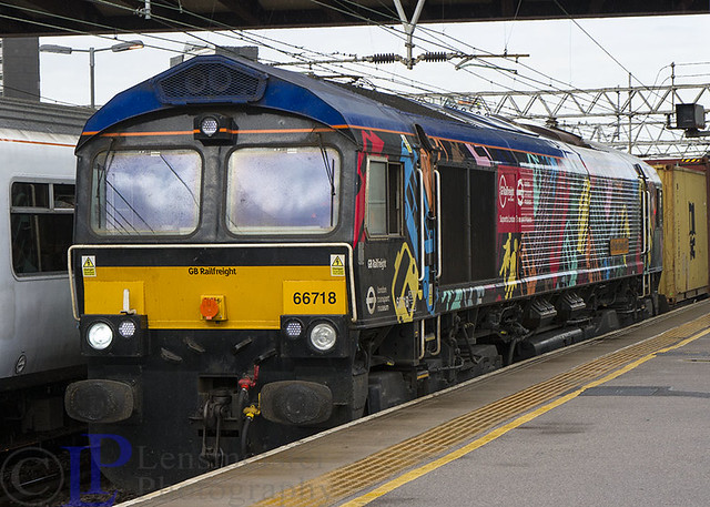66718 in it's ... erm livery on 4L02 Hams Hall Gbrf to Felixstowe North Gbrf