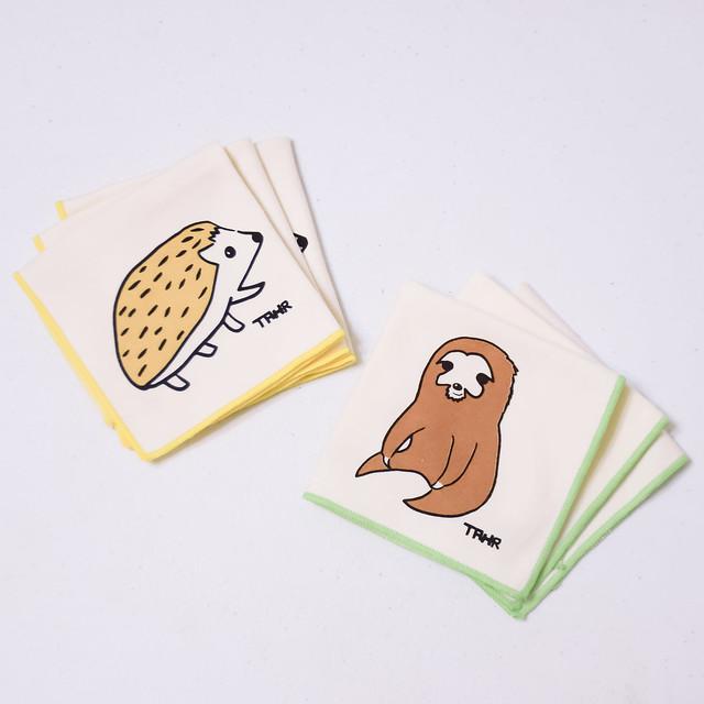每月捐300元x12期:溫暖實用刺蝟樹懶手方巾