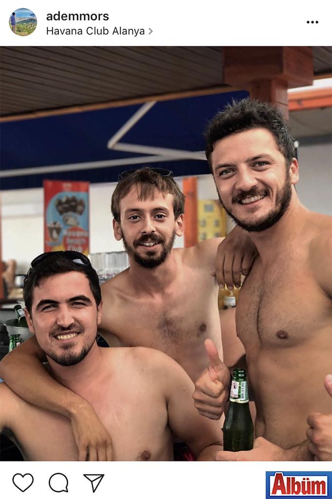 Adem Örs, arkadaşları Mehmet Ünal Coşkun ve Sedat Yılmaz ile birlikte Havana Club'dan bu fotoğrafı paylaştı.