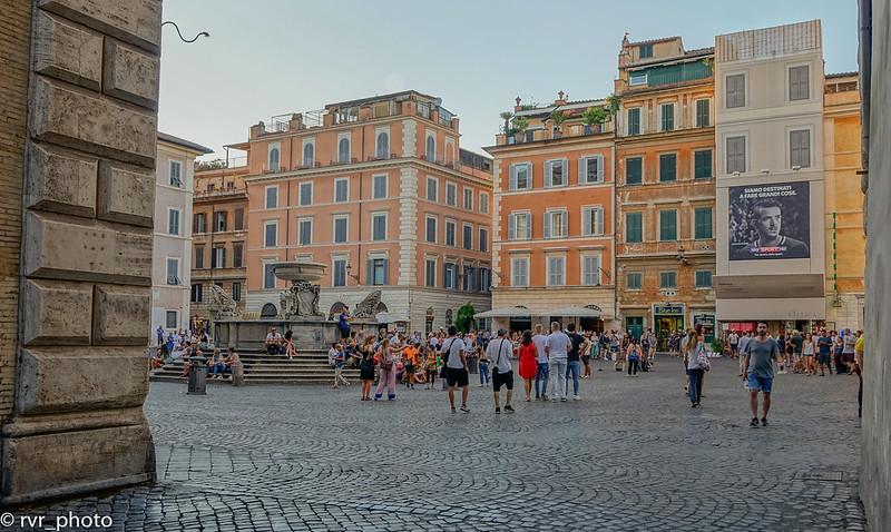 Piazza di Santa Maria in Trastevere, Roma