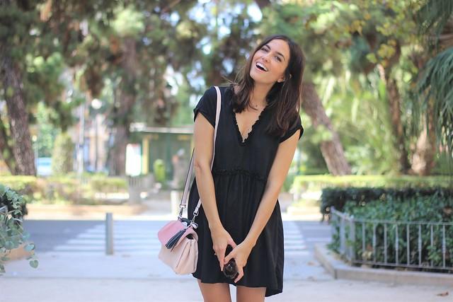 Vestido negro_ Rojo Valentino Blog (32)