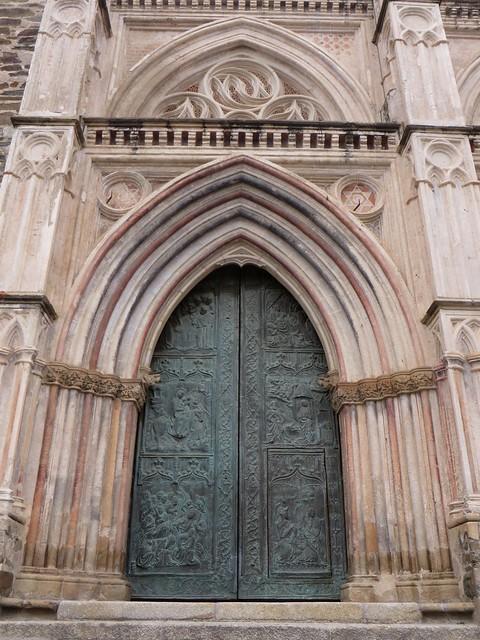 Portes en bronze, monastère royal de Santa María de Guadalupe (XIVe), Guadalupe,  province de Caceres, Estrémadure, Espagne.