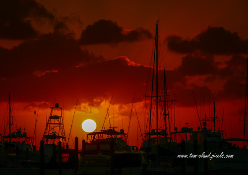 sun sunrise redsky sky clouds cloudy weather marina seascape morning boats sailboats fishingboats stuart florida usa