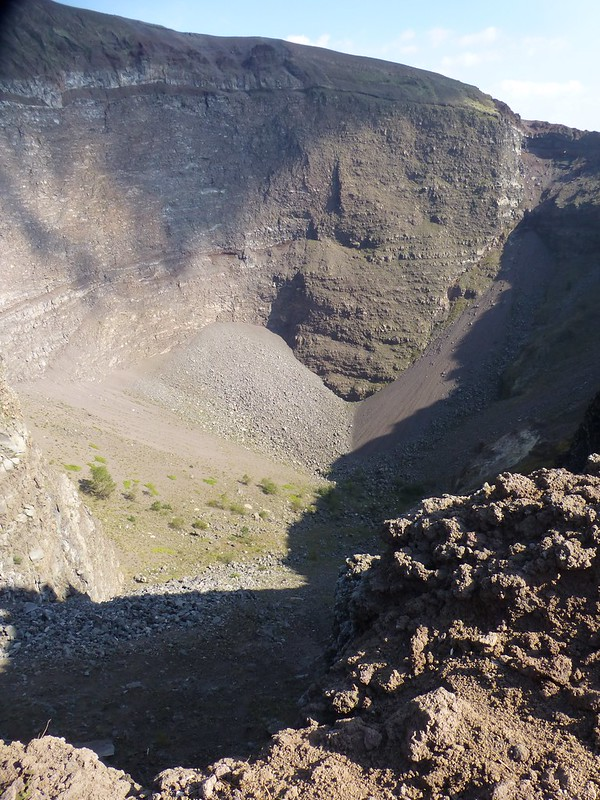 Vesuvius: view to base of rim