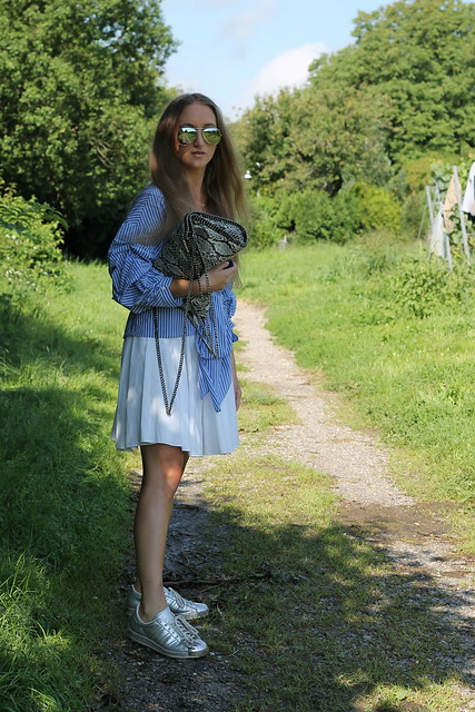 blue-blouse-whole-look-wiebkembg