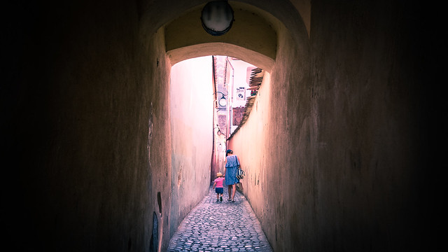 Strada Sforii - Brasov, Romania - Color street photography