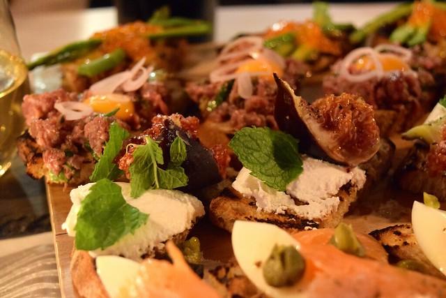 Figs & Ricotta on Toast | www.rachelphipps.com @rachelphipps