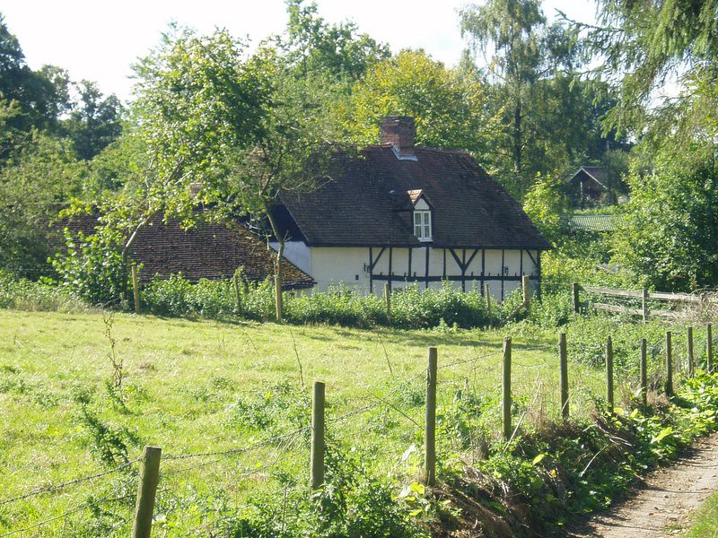 17Sep05 Tudor Style Cottage 40