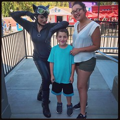 Got a surprise visit and #magicmountain fun day with my Babygirl @kpapii_  and her awesome boyfriend @reggiefoanything #momlife #catwoman #meow #dccomics #savemetropolis #familyfirst #adventures2017 #lilbrobigsis #superheros #sublime #lovemyhumans #playin