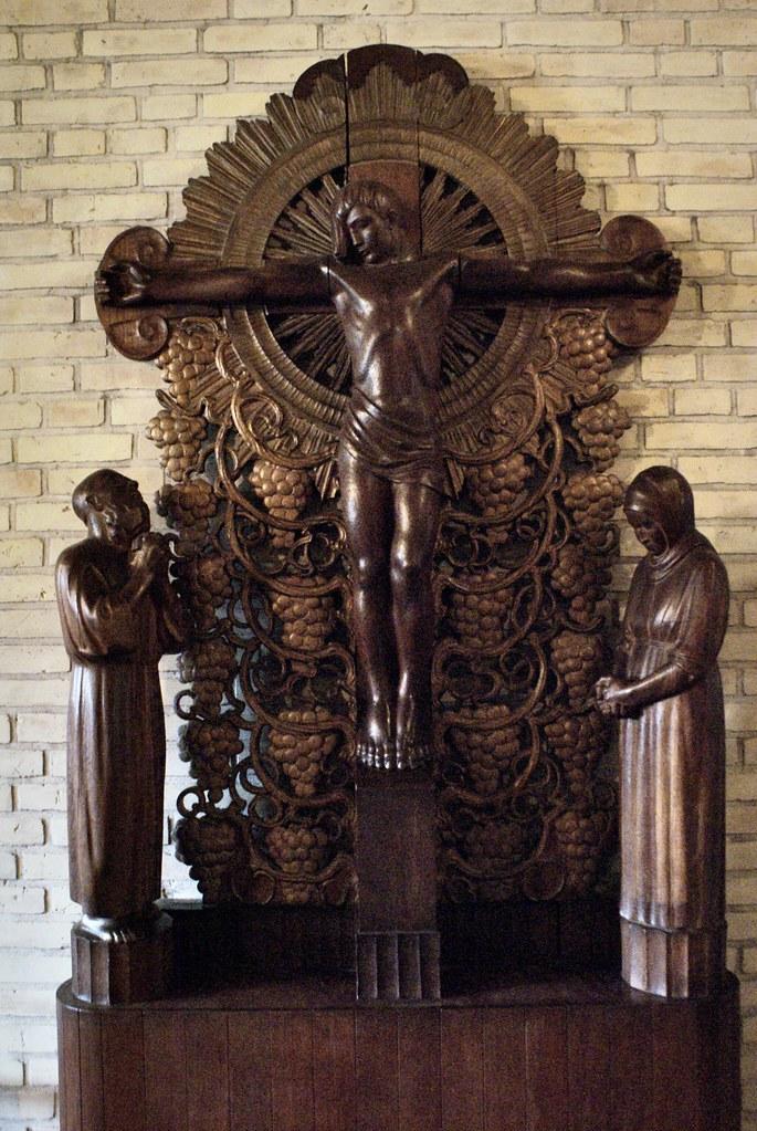 Statue de bois de Jésus dans l'église Grundtvig Kirke à Copenhague.