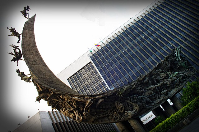 Monumento a la Raza.  Maestro Rodrigo Arenas Betancur (1988) Centro Administrativo La Alpujarra - Medellín