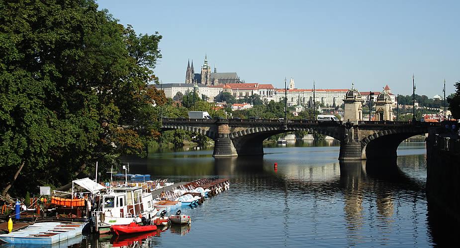 Stedentrip Praag in de zomer: 9 tips, waterfietsen in Praag | Mooistestedentrips.nl