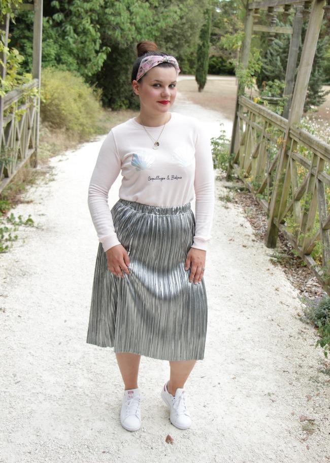 Sirène en jupe plissée argentée