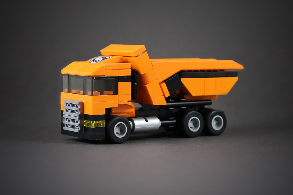 Dump truck (custom built Lego model)