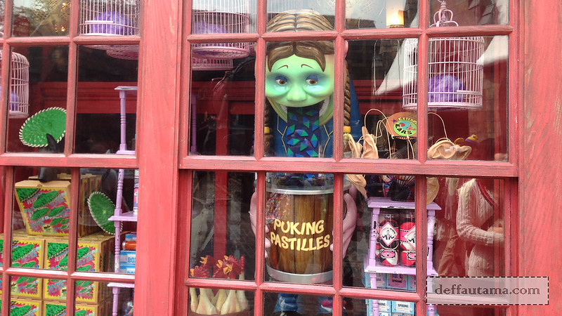 2 Hari Keliling Osaka - Zonko Jokes & Tricks Shop