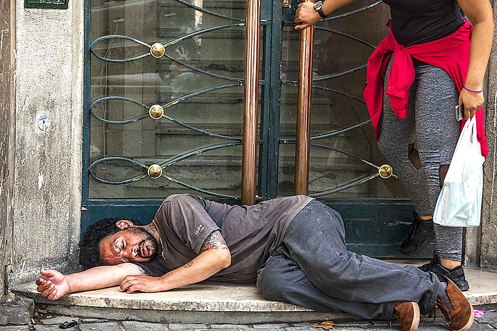 Man passed out, blockin doorway--Marseille