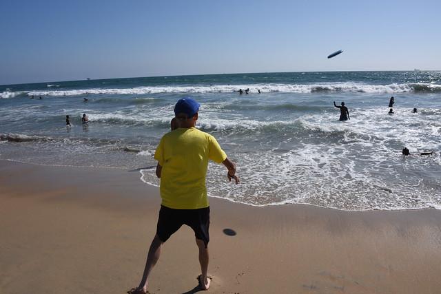 Sam Playing Frisbee, Nikon D810, AF-S Nikkor 28-300mm f/3.5-5.6G ED VR