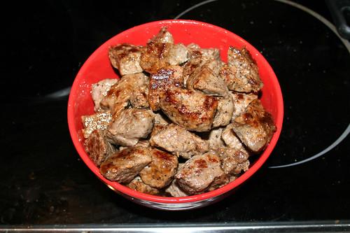 25 - Fleisch aus Pfanne entnehmen / Remove beef from pan