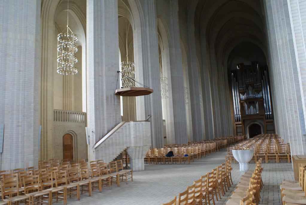 > Intérieur de l'église Grundtvig Kirke à Copenhague