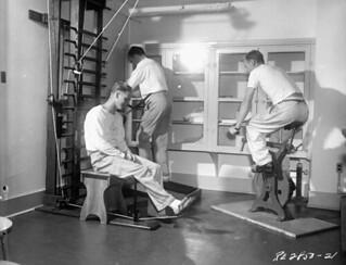 Physical therapy exercises, No. 5 Convalescent Hospital, RCAF, Vancouver, British Columbia / Exercices de physiothérapie, hôpital pour convalescents no 5, ARC, Vancouver (Colombie-Britannique)