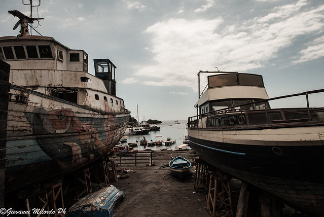 Abandoned ships, Pentax K-M, smc PENTAX-DA L 18-55mm F3.5-5.6